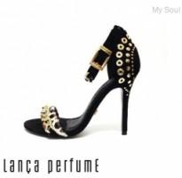 coleção de calçados lança perfume salto alto
