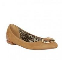 coleção de calçados lança perfume sapatilhas