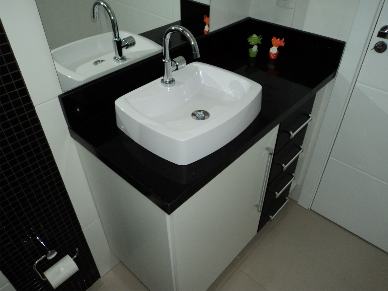 Banheiros Preto e Branco Decorados – Fotos Lindas – HD Wallpapers #634B3C 1333 1000