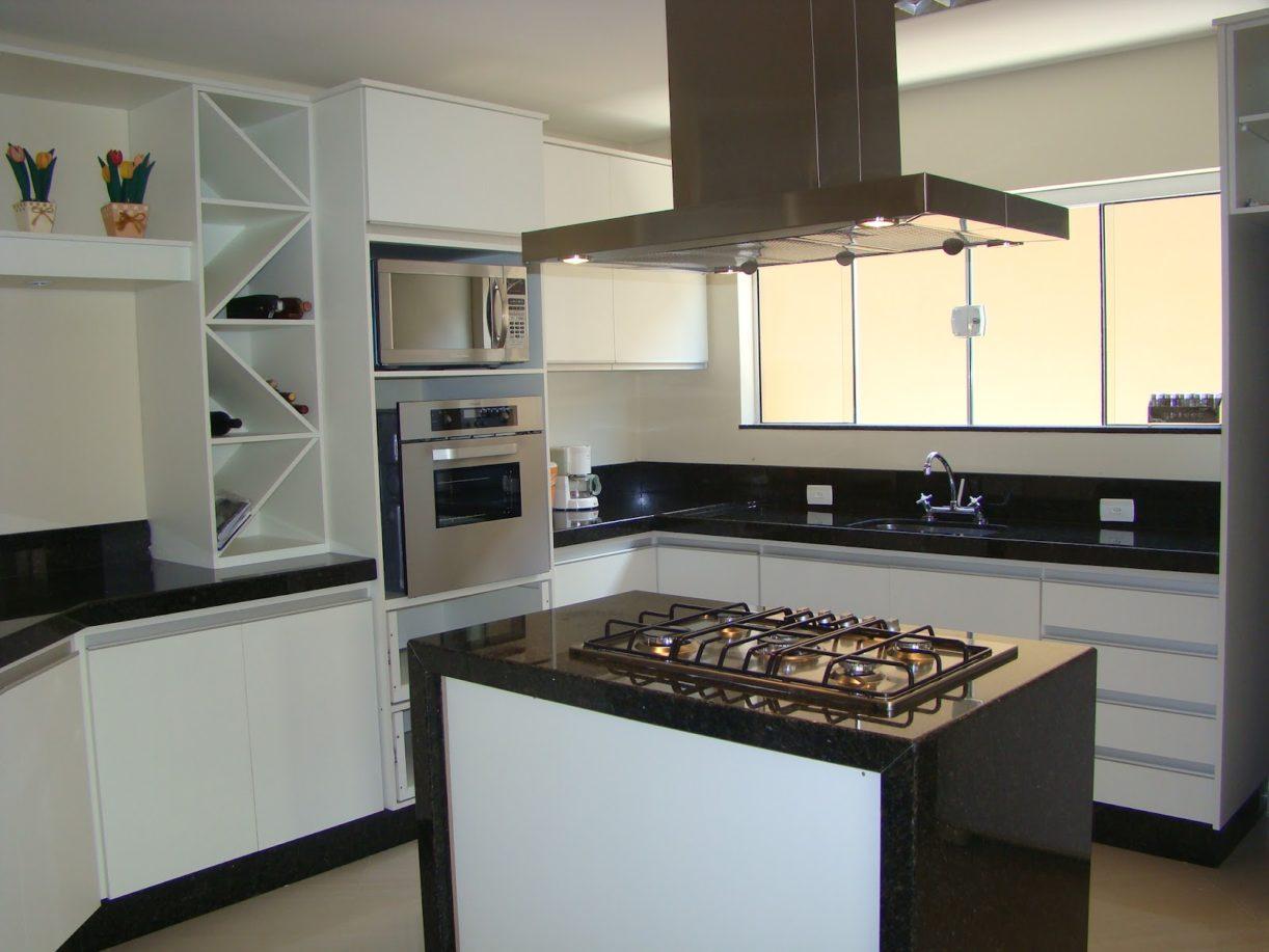 cozinha planejada grande com ilha #5D4D3C 1600 1200