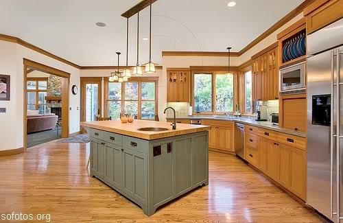 cozinha planejada grande de madeira