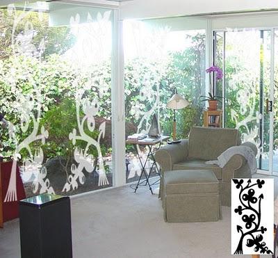 Confira belos adesivos decorativos para portas de vidro for Tipos de arboles decorativos