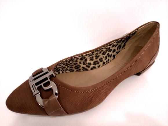 coleção de calçados lança perfume da moda